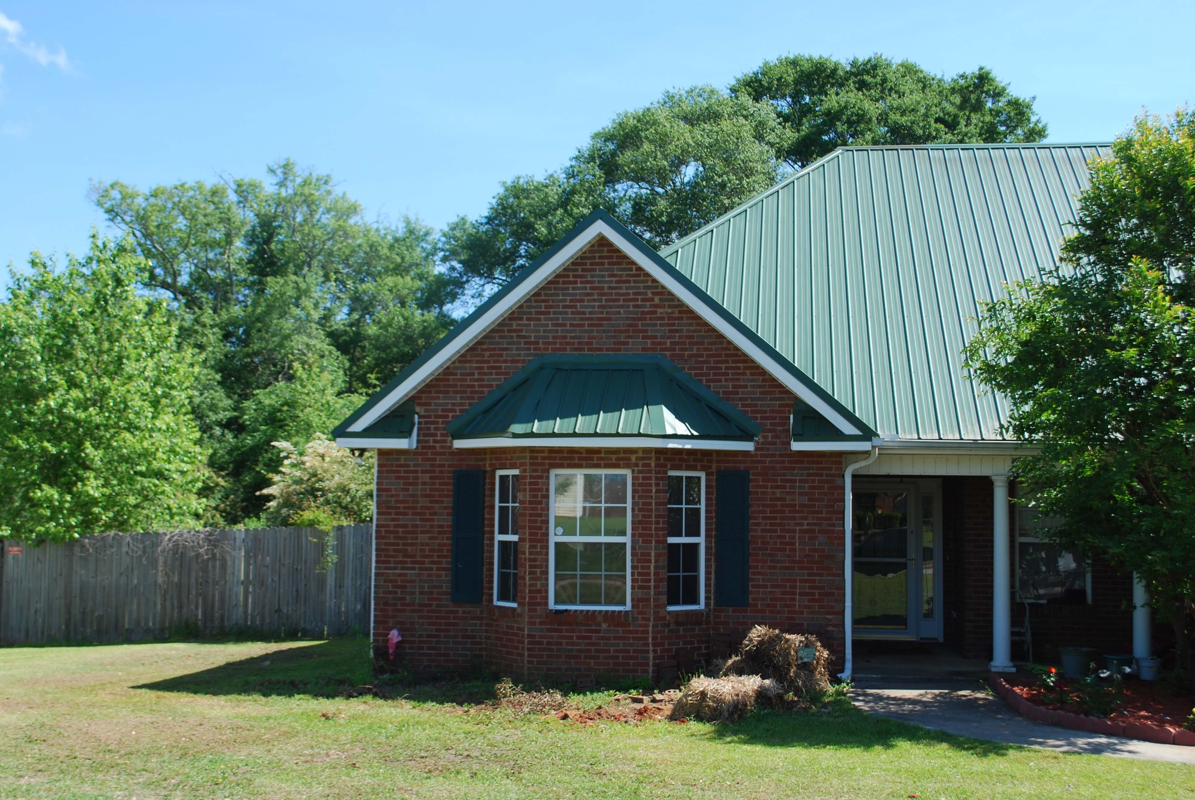Standing Seam Panels For Metal Roofing Applications